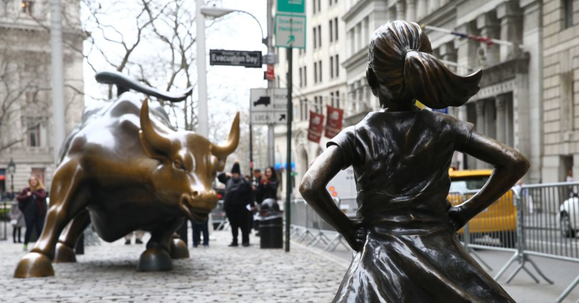 104553750-fearless_girl_gettyimages-660180004_1910x1000